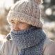Eine hübsche, junge Frau ist warm mit Mütze und Schal eingepackt. Ein Filmevent von JGA-Film